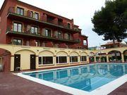 Продается Отель в 5 минутах от пляжа. Кастельдефельс. Испания.